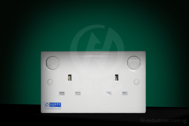 13A2GangSwitchSocket_1